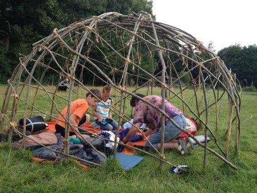 Meehelpen je eigen tent te bouwen - op vakantie met Maudsplekje